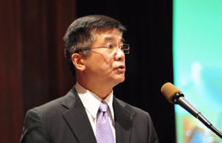 Secretary of Commerce Gary Locke speaks at the Sustainability Summit