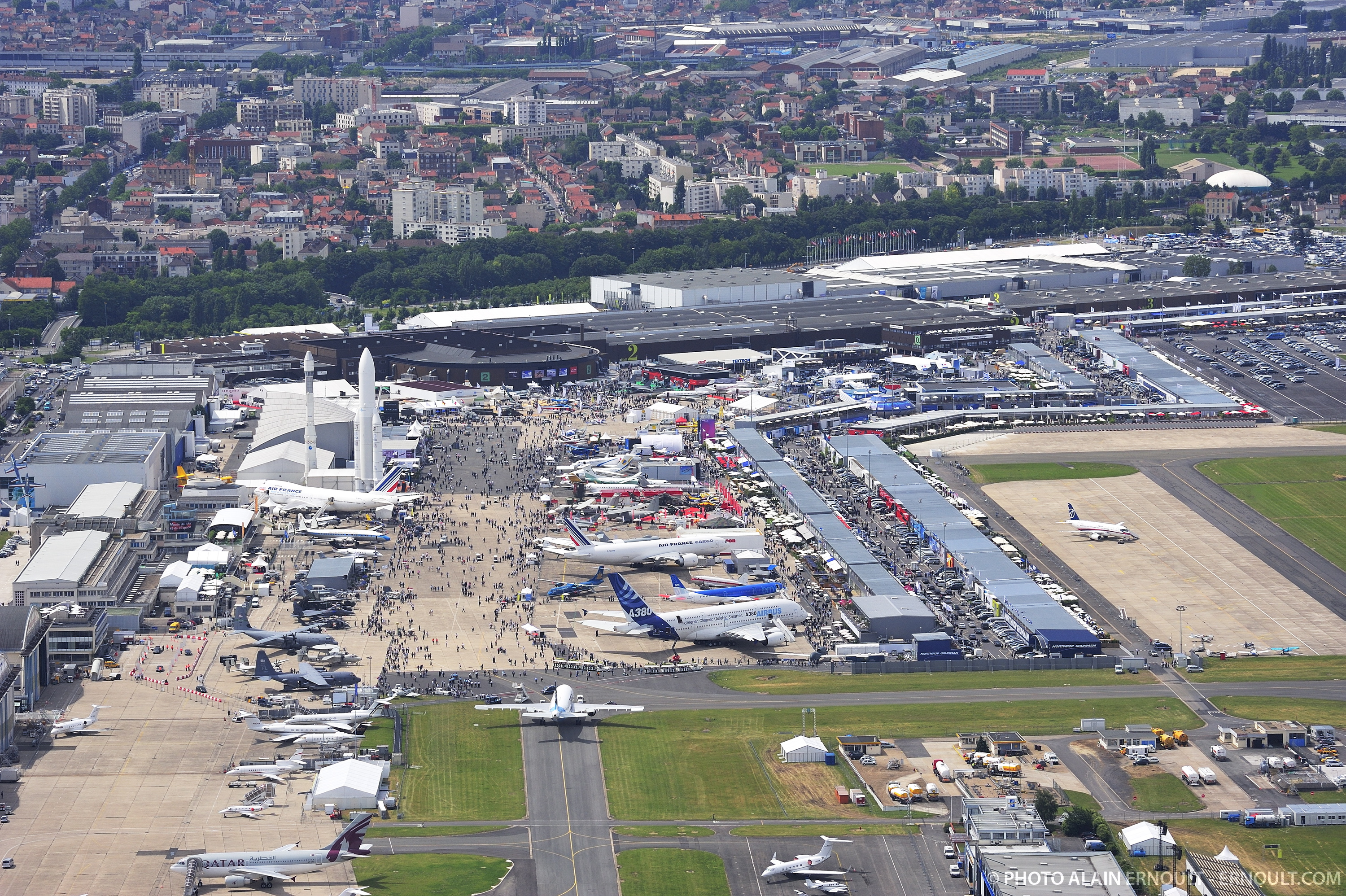 U s aerospace industry goes big at the 2011 paris air for Salon de bourget