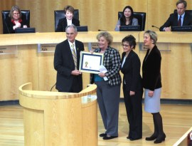 Congresswoman Zoe Lofgren presented the Commerce Department's Export Achievement Certificate to the City of San Jose. San Jose Mayor Chuck Reed accepted the award.