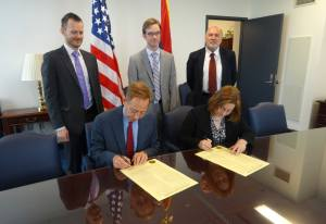 Ken Jarrett and Judy Reinke sign the Memorandum of Understanding at the Department of Commerce.
