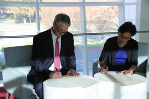 eBay CEO John Donahoe and Commerce Secretary Penny Pritzker formalized a strategic partnership between ITA and eBay in February 2014, agreeing to cooperate to support U.S. exporters.