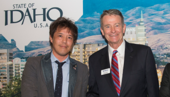 Photo of Sakae Casting President and CEO Takashi Suzuki and Lt. Governor of Idaho Brad Little at the 2017 SelectUSA Investment Summit, June 20, 2017.
