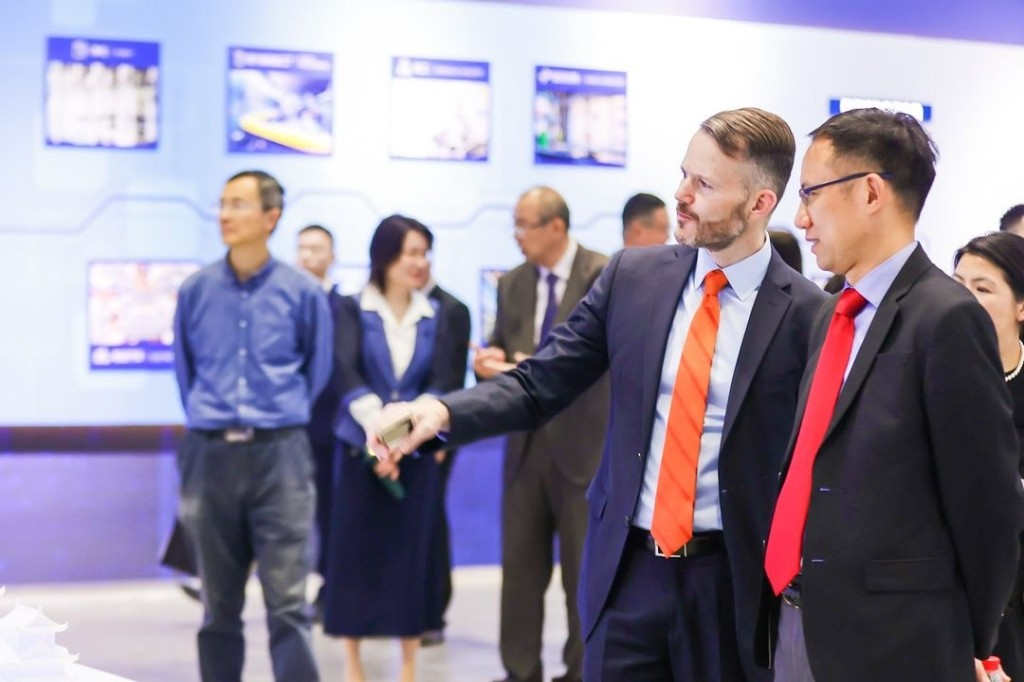 ITA Commercial Service Officer Jeff Dutton speaks to industry leaders at the Carrier Air Conditioning Museum in China.